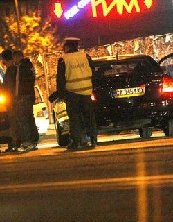 """Футболисти на """"Левски"""" и таксиджия си биха шамари в среднощен екшън"""