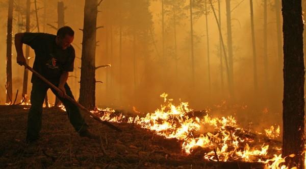 Пращаме 95 наши огнеборци да гасят пожарите в Русия