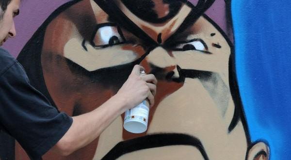 Кой иска да рисува графити пред паметника на НДК?