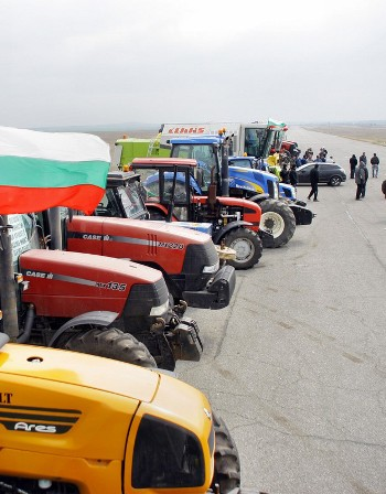 трактора идут на Софию