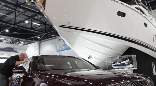 НАП проверило владельцев яхт и лимузинов