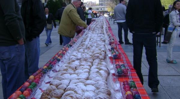 пасхальный кулич длиной 30 м в Пловдиве 24.04.2011
