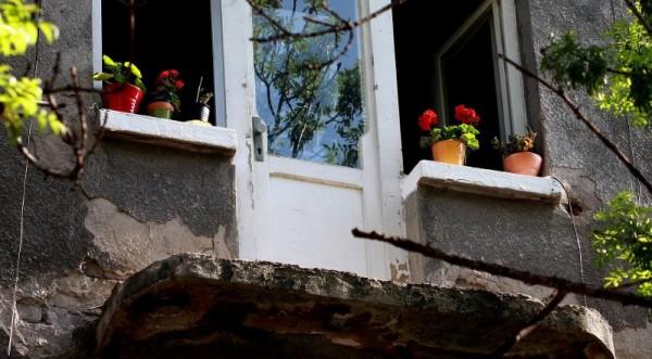 балкон рухнул в софии - 1 труп 2-е в больнице