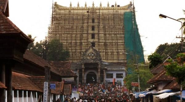 Мерят с чували огромното съкровище в Индия