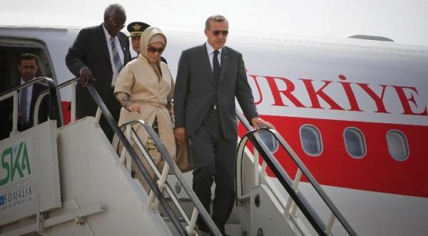 Самолетът на Ердоган закачи пистата с крило
