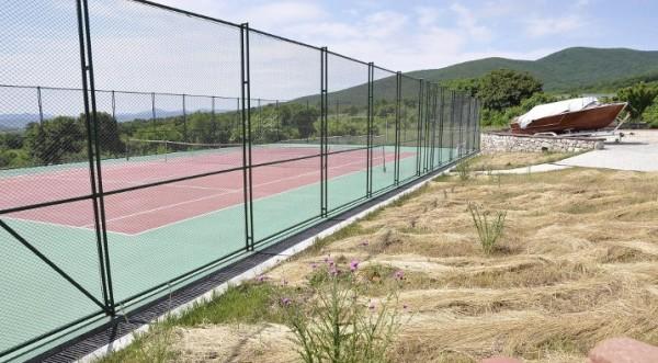 теннисный корт баневи снесут