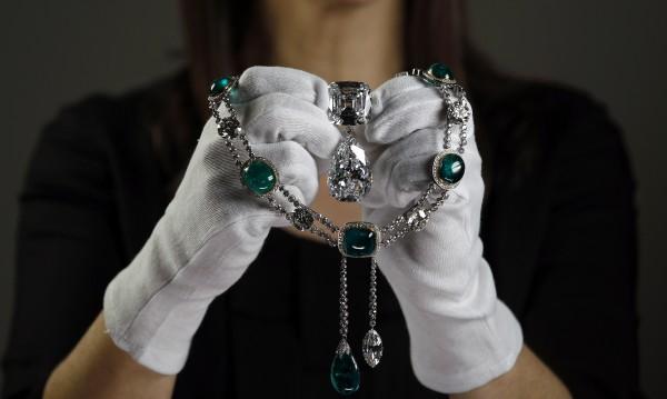 Бижутата, направени от най-големия диамант в света