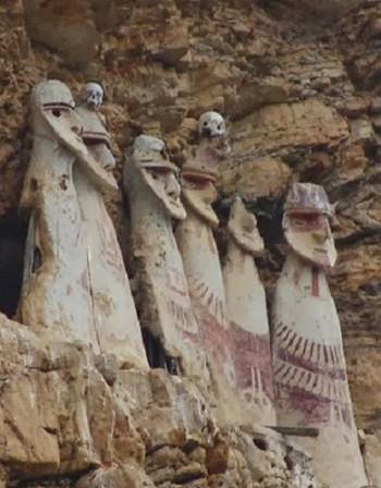 Странните саркофази на чачапойците