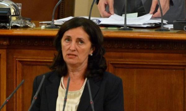 Бобева обеща промени за събирането на приходите