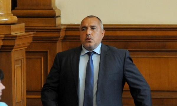 Борисов претърпя спешна операция на коляното
