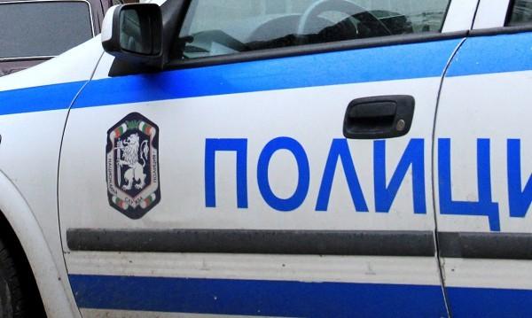 Българи ограбиха нелегални имигранти край Средец