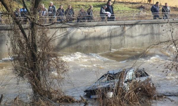 Остават 2 см до преливането на река Тунджа