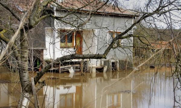 Тунджа наводни мазета, парка и пазара в Елхово