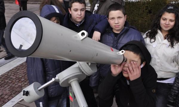 Покана: Гледайте слънчевото затъмнение от НДК