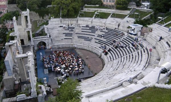 Петролен бос подлуди Пловдив с парти в Античния