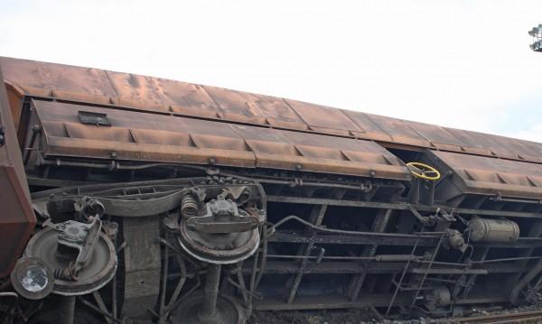Две версии за обърнатия край Дупница влак