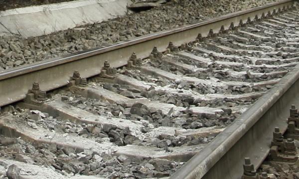 Влак си тръгна сам, машинист го спря със скок