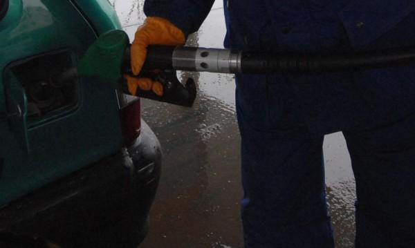 КЗК проверява 7 фирми за картел за горивата