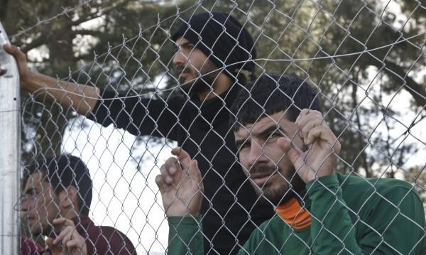 Словения спира мигрантите от полунощ