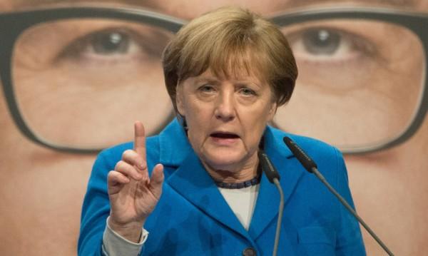 Меркел брани политиката си за бежанците