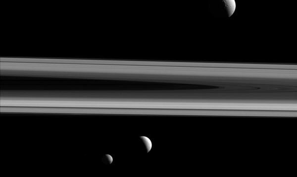"""Касини"" се доближи до Пандора - сатурновата луна на хаоса"