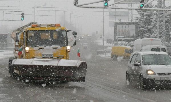108 снегорина пръскат смеси против заледяване в София