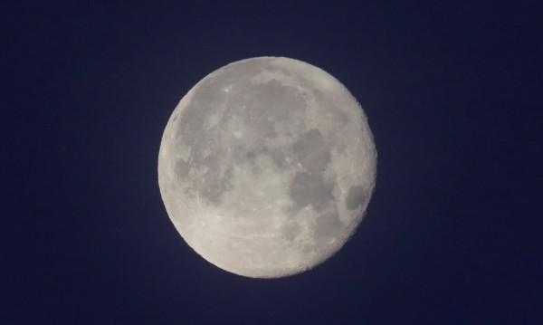 Ново 20: Луната не била една, много били, но се слели