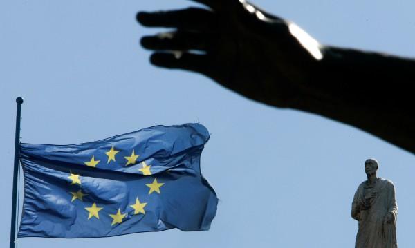 Пречи ви ЕС, значи. А пречат ли ви парите, стипендиите, работниците?