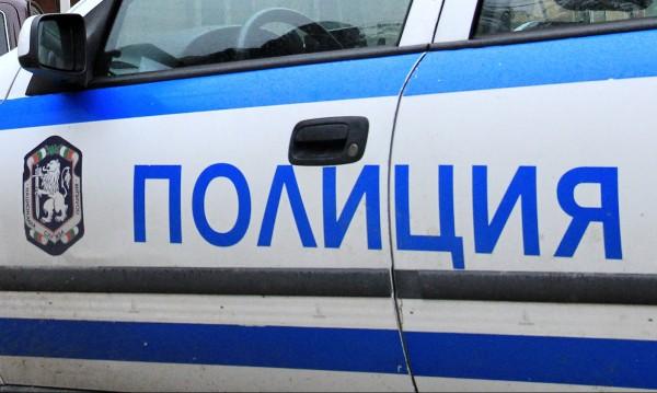 Екшън: Трима натискат жена в кола, спасила се със спрей