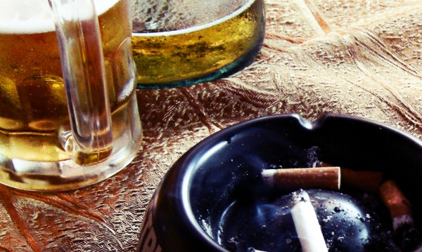 Чашката, цигарата, манджата – причините за влошеното ни здраве