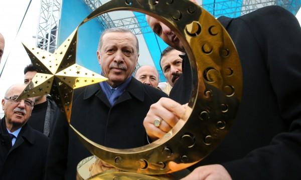 """""""Великият комбинатор"""" Ердоган хвърли в смут Европа"""
