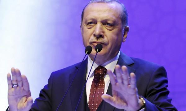 """Ердоган пак скочи на Меркел, прибягвала до """"нацистки практики"""""""
