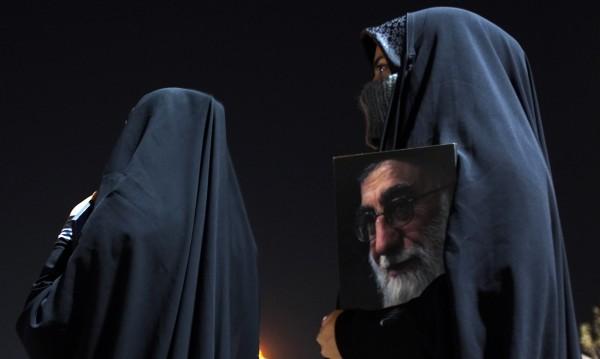 Равнопоставеност ли? Иран – страната, в която жени потискат жени