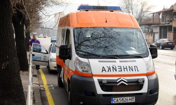 Автомобил блъсна жена в град Баня, тя почина на място
