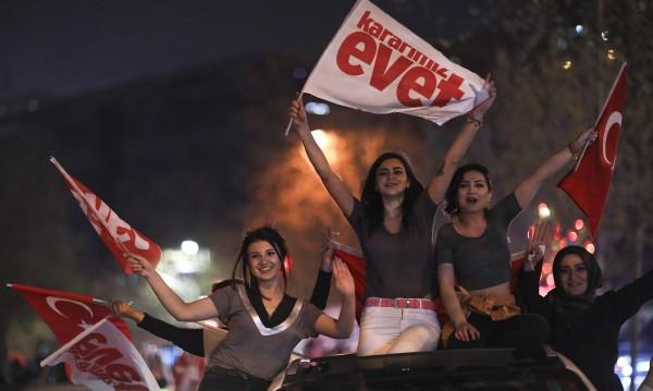 Младите турци: Дискриминирани в Белгия, а в Турция?