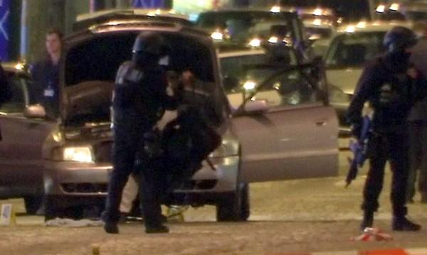 Задържаха трима роднини на атентатора от Париж