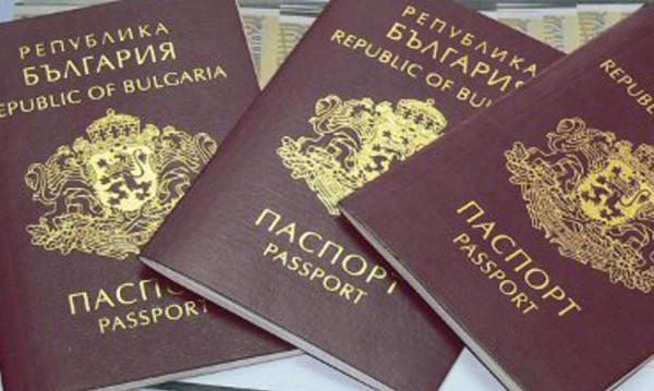 Кой взима най-много български паспорти? Украинци и руснаци