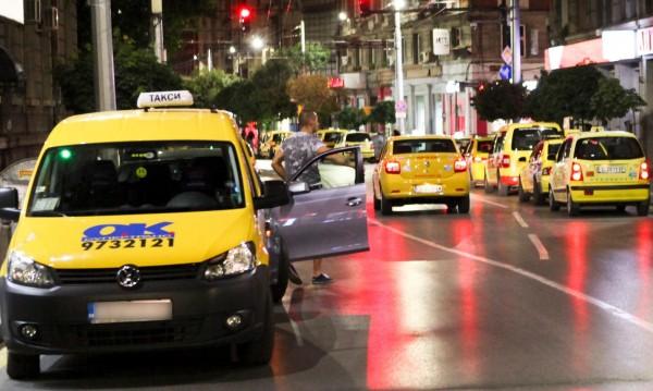 Таксиджии пропищяха от коли по стоянките им