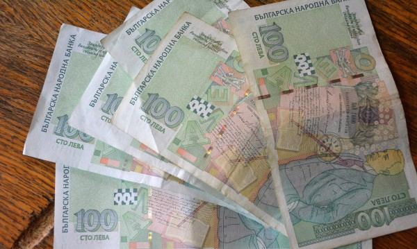 Рускиня качи на стоп двама, свиха й чанта с 4 000 лв