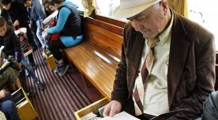 """""""Без будилник"""": """"Пътувай и чети""""... в трамвай №5"""