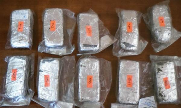 Хванат с 60 кг кокаин чака присъда, но... на Кайманите