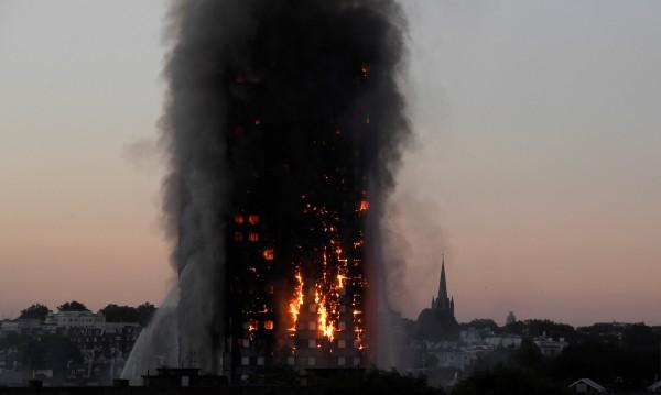 Лондончани искат отговори за смъртоносния пожар в блока