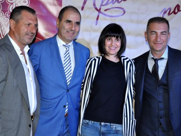 Цветан Цветанов и съпругата му. Снимка: Dnes.bg123456789101112Политици, бизнесмени, артисти, партньори
