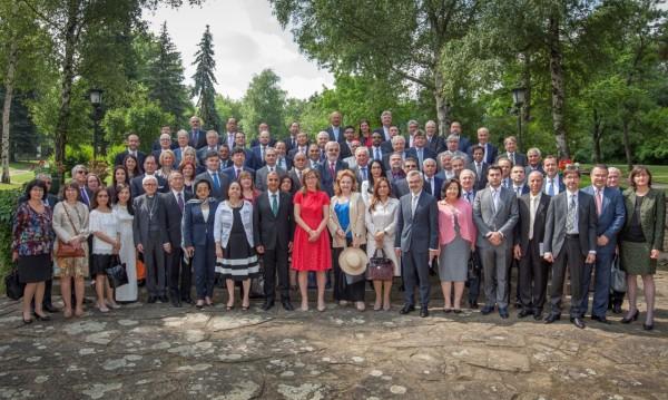 Захариева зове за силна Европа пред чуждите дипломати