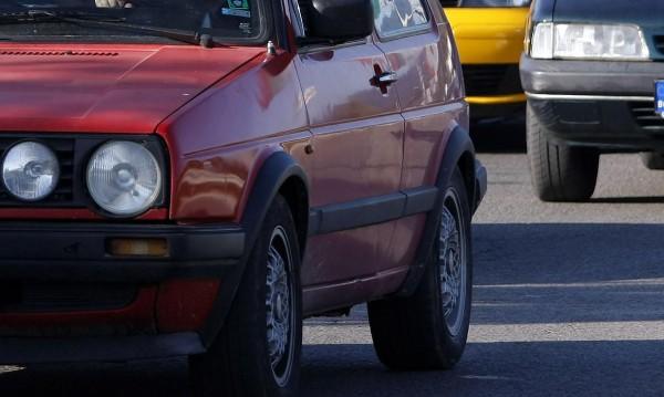 На двама българи се пада по една кола