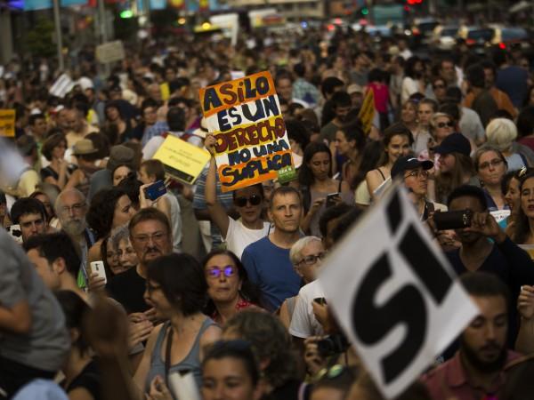 Снимка: БТА12345Няколко хиляди души протестираха вчера в Мадрид с искане
