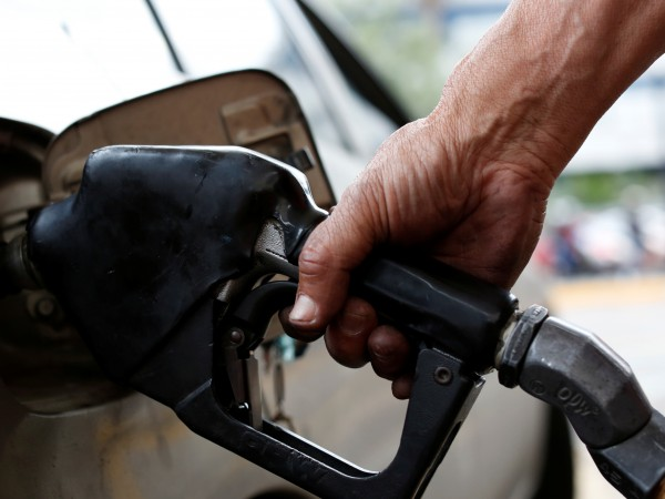 По принцип миризмата на бензин се усеща по-силно при топло