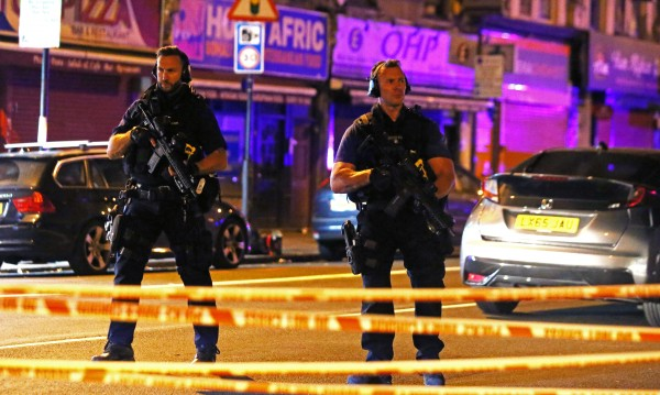 Ван се вряза в пешеходци, излезли от джамия в Лондон