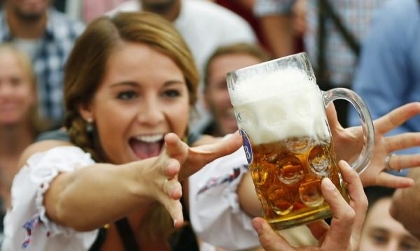 Горещо лято, студена бира! Но какво не знаем за нея?