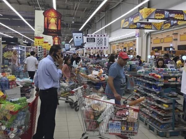 Чак седмица след търговската блокада на Катар, Иран изпрати самолети